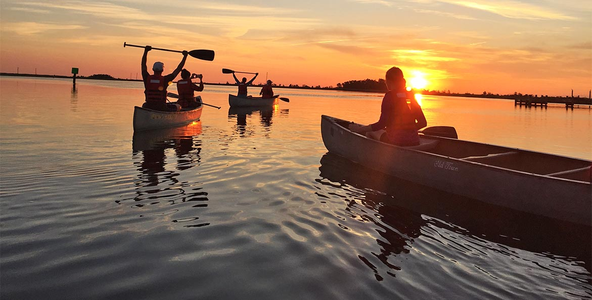 Educators sunrise paddle on Smith Island Kathlean Davis 1171x593