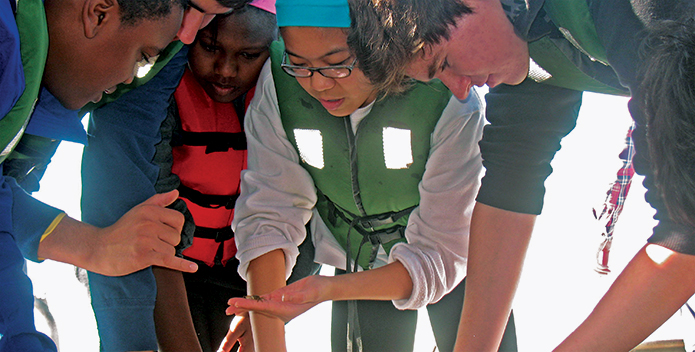 students-sort-through-their-underwater-survey-finds-aboard-Jenny-S_JeffRoggeStaff_695x352.jpg